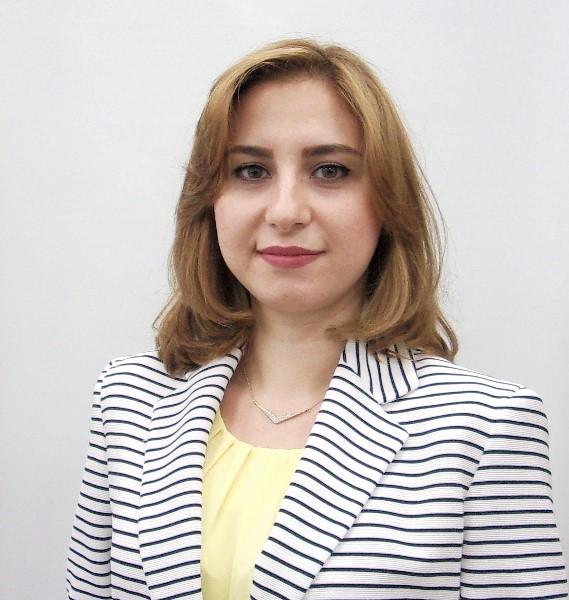 Headshot of Farnaz Ghashami
