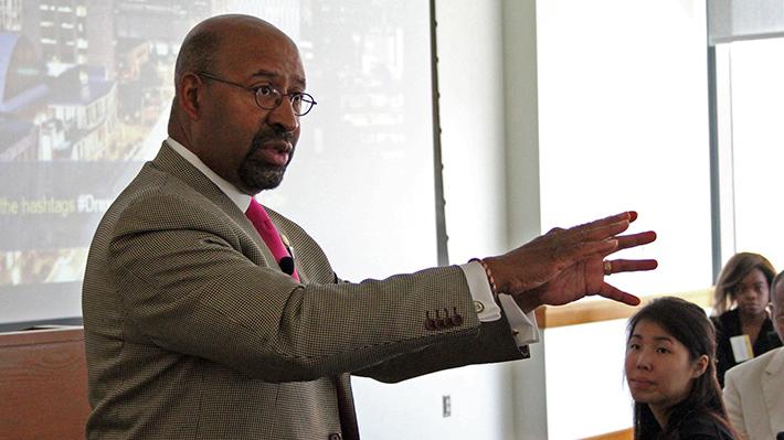 Mayor Michael Nutter speaking at Leadership Matters program