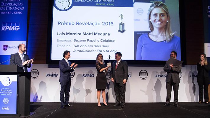 Laid Meduna on stage receiving award