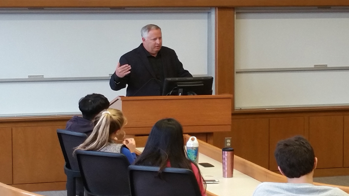 Mike Edwards, former CEO of Borders and eBags, addresses Drexel LeBow students.